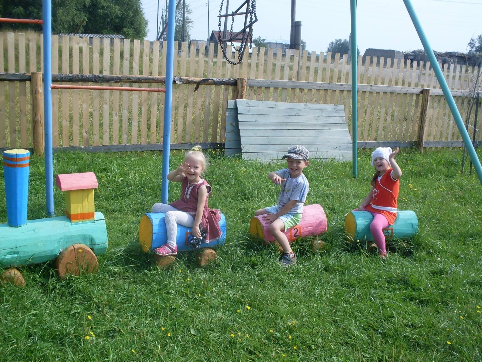 Идеи для детской площадки: детский паровозик 60